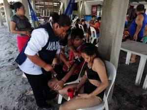 SEMAR rescató a 2 personas en Playas Puerto Arista, Chiapas