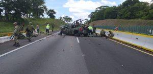 Accidente de Vehículo Militar de SEDENA en Autopista Acáyucan
